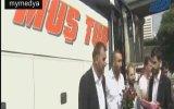 Alperen Ocakları'nın Doğuya Giden Otobüslerde Gül ve Lokum Dağıtması