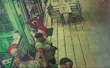 Down Sendromlu Turist Çocuğun Türk Bayrağı Sevgisi