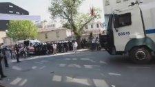 1 Mayıs'ta DİSK Önündeki Uzlaşmacı Polis - Al O Bayrağı ...