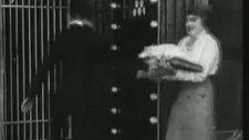 Charlie Chaplin - The Bank (1915)