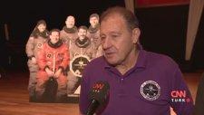 Türk Bayrağını Uzaya Götüren Astronot
