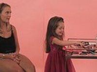 Küçük Kızların Kadınlara İlk Buluşmaları İçin Yardımları