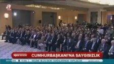 Erdoğan Kalkarken Boyner'in Ayakkabısını Bağlaması