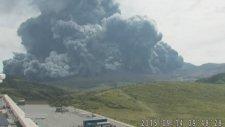 Japonya'daki En Büyük Yanardağ Patladı