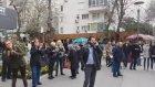 Kadiköy'de AKP Aracına Hırsız Var Diye Bağıran Kalabalık