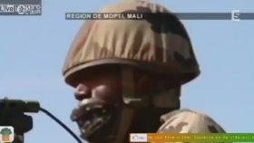 Malili Askerlerin Tatbikatta Mermi Sesi Çıkarması