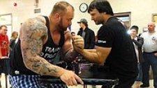 Dünya Bilek Güreşi Şampiyonu Devon Larratt ve Game of Thrones'un Dağ'ından Bilek Güreşi