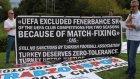 UEFA Genel Merkezi önünde şike protestosu