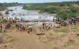 20 Yıl Sonra Kalavapalli Nehirden Gelen Su Akıntısı