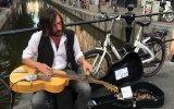 Amsterdam'da Bir Sokak Sanatçısı