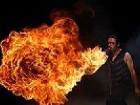 Ağzından Ateş Püskürten Adam