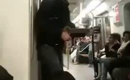 Metroda Mala Bağlayan Adam