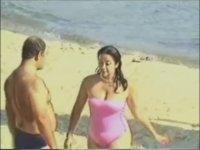 Sahilde Karı Kız Kesip Giyinik Olanları Uyarmak (+18)