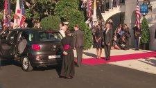 Papa'nın Beyaz Saraya Mütevazi Arabayla Gitmesi