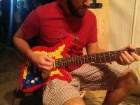 Legolardan Yapılmış Gitar