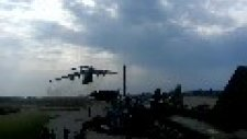 Savaş Uçaklarına Sorti Yapan Kargo Uçağı