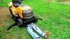 Sevgilisini Çim Biçme Makinesinin Altında Kaldığını Gören Kadın | Şaka İçerir