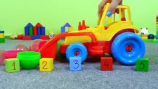 Çocuklar için eğitici oyun - Traktör ve Sürpriz yumurtalar (5'e kadar sayıyoruz)