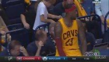 LeBron James'ten maç içinde selfie