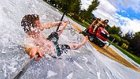 Çim Biçme Makinesiyle Slip N Slide Yapan Eğlence Delisi Grup