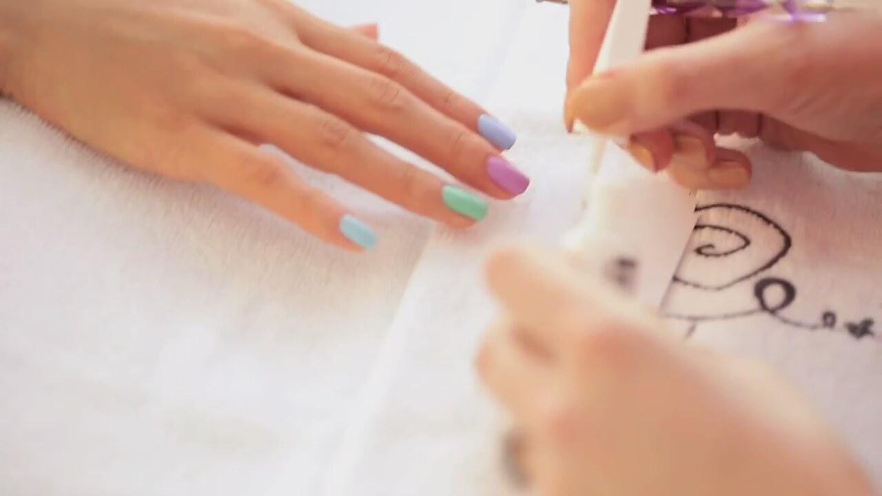 Kolay Puantiye Desenli Nail Art Yapımı