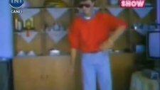 Yavuz Seçkin'in Evde Break Dance Yapması (Nostalji)
