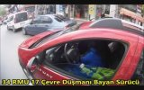 Çöpünü Arabanın Camından Sallayan Kadın