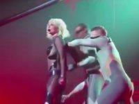 Britney Spears'ın Fermuarının Patlaması
