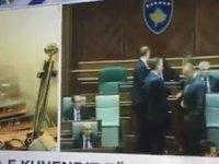 Meclis Toplantısına Gaz Bombası Atmak - Kosova