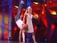 Tek Bacağıyla Dans Eden Adam