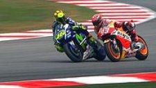 Valentino Rossi, Malezya Moto GP'de Yarış Esnasında Marc Marquez'e Tekme Attı!