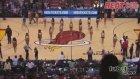 Miami Heat kızları tribünleri coşturdu
