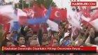 Başbakan Davutoğlu Diyarbakır Mitingi Öncesinde Beyaz Güvercin Uçurdu