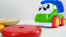 Okul öncesi eğitim - Renkler - Küçük kamyon ve oyuncak piramidi