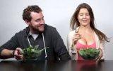 En Doğru Cupcake Yeme Şeklini Amanda Cerny ile Öğrenmek
