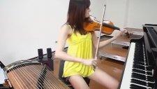 Violet İle Aynı Anda Piyano Ve Guzheng Çalan Kız