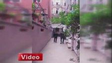 Üniversite Öğrencilerini Tokatlayan Polisler