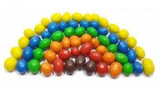Çikolatalı şekerler ile renkleri öğrenin   Renkli çikolatalardan gökkuşağı nasıl yapılır?