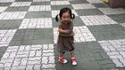 Vik Vik Öten Yeni Ayakkabılarının Sesiyle Dünyanın En Mutlusu Olan Çocuk
