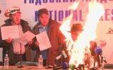 Basın Toplantısında Kendisini Yakan Moğol