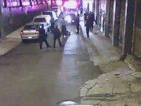 Vur Vur İnlesin Bu Hayvan İnlesin Der Gibi Girişen Amerikan Polisi