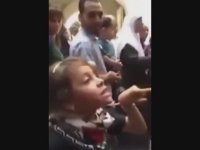 Filistinli Kızın İsrail Askerlerine Meydan Okuması