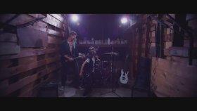 Machine Gun Kelly - Swing Life Away Feat. Kellin Quinn (Offıcıal Musıc Vıdeo)