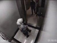 Asansörde İki Hırsızı Birden Döven Türbanlı Kız
