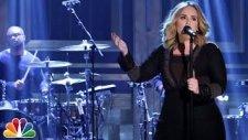 Adele - Water Under the Bridge (Canlı Performans)