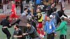Karagümrük-Birlikspor maçında futbolculara bıçak çekildi
