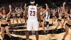 LeBron James'ten Ponpon Kızlara İzin Yok!