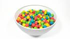 Play-Doh Oyun Hamurundan Renkli Topların Arasına Saklanmış Çizgi Film Kahramanlarının Oyuncakları