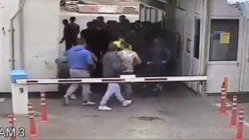 Mahalle Kavgasına Yarı Çıplak Gelen Grup