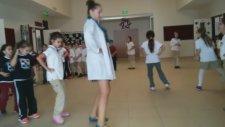Penguen Dansı Modern Dans Mektebim Okulu Koleji Yeteneğini Keşfet